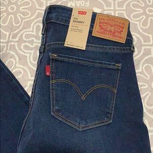 Levi's 711 skinny jeans size 28/30.  NWT